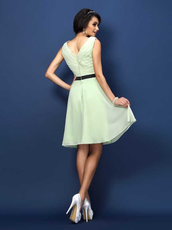 A-Line/Princess Bateau Pleats Sleeveless Short Chiffon Bridesmaid Dresses